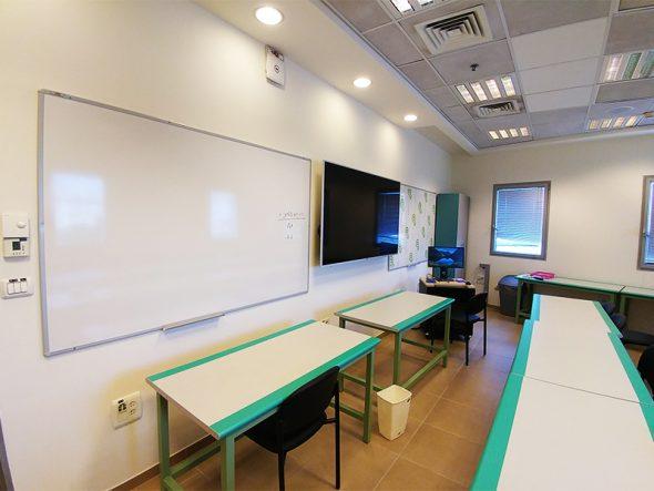 לוח מגנטי בכיתה
