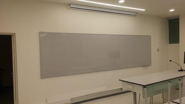 לוח מחיק לכיתה